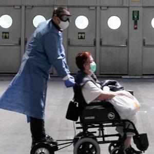 Ver silla de ruedas hospital con patinete electrico hoverboard