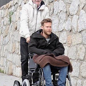 Ver sillas de ruedas con patinetes electricos
